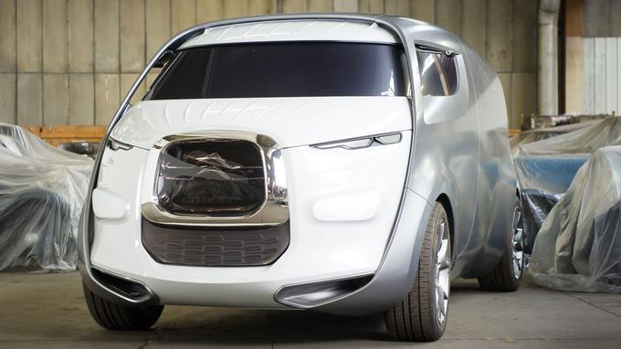 La maquette du concept-car Tubik de 2010, loin d'être un prix de beauté, a été acquise pour 36 960 €.