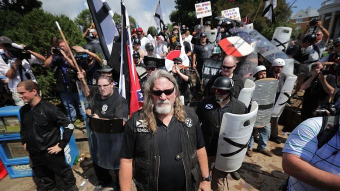 Des membres de l'ultradroite américaine à Charlottesville lors du rassemblement d'août dernier.
