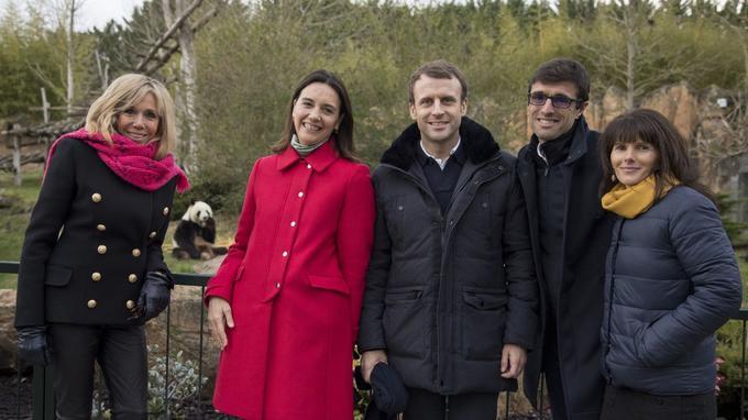 Brigitte et Emmanuel Macron samedi au zoo de Beauval, en compagnie des responsables des lieux, Delphine Delord, Sophie Delord et Rodolphe Delord.