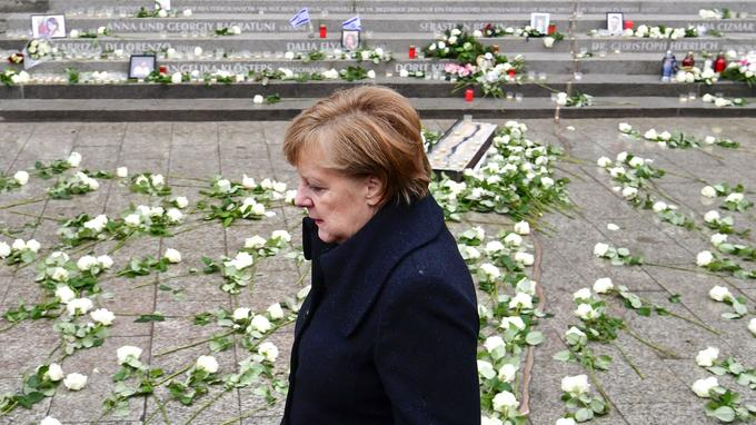 Angela Merkel s'est exprimée, près de l'église du Souvenir.