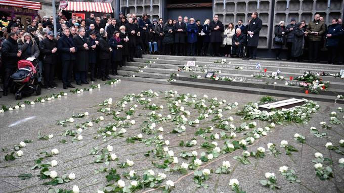 Des fleurs ont été déposées devant l'église du Souvenir, à Berlin.