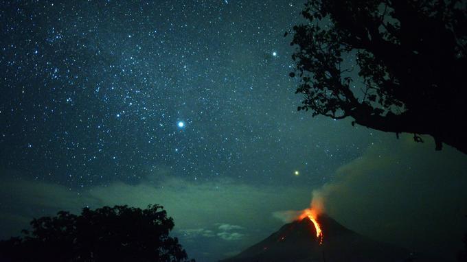 Le volcan Sinabung est entré en éruption — Indonésie