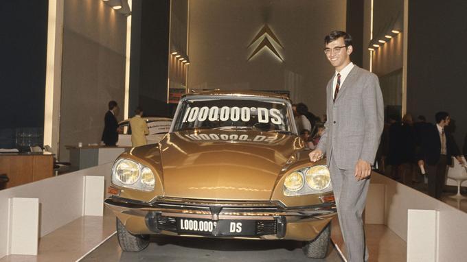 C'est sur les Champs-Élysées que Citroën avait exposé le millionième exemplaire produit de la DS.