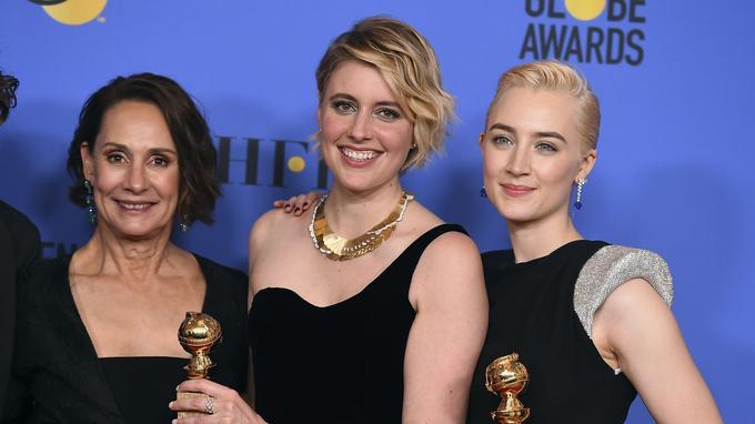 La réalisatrice de «Lady Bird» Greta Gerwig entourée de ses actrices Laurie Metcalf et Saoirse Ronan.