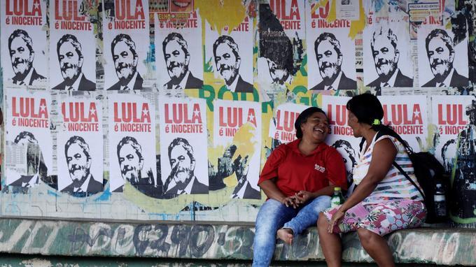 Affiches clamant l'innocence de Lula à Brasilia