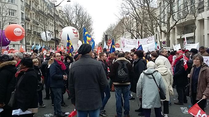 Plusieurs centaines de personnes ont répondu à l'appel des syndicats