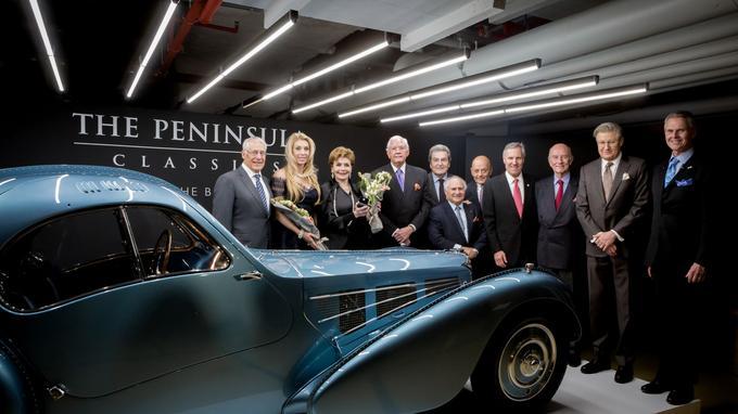 Lors de la remise des prix à Paris, les époux Mullin entourés des membres fondateurs du trophée.