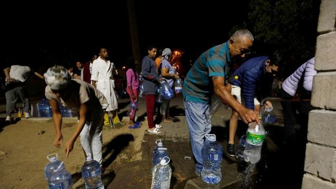 Les Captoniens font des réserves d'eau potables, à la suite de la probable pénurie qui pourrait arriver sur la ville.