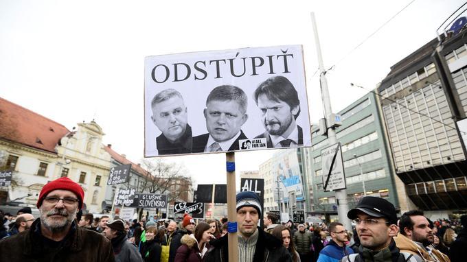 Ce vendredi, 10.000 manifestants se sont rassemblés sur une place de Bratislava, pour protester contre la corruption et réclamer la démission du premier ministre Robert Fico.