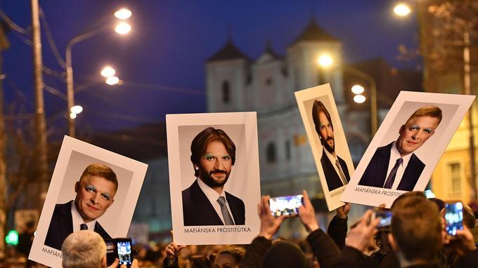 Vendredi, 50.000 personnes se sont réunies à Bratislava, brandissant les portraits du premier ministre Robert Fico ainsi que du ministre de l'Intérieur Robert Kalinak, avec comme slogan «Pour une Slovaquie honnête».
