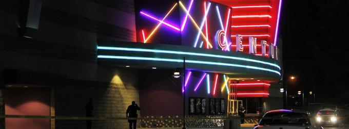 Le 20 juillet 2012, une fusillade dans une salle de cinéma à Aurora, dans la banlieue de Denver, au Colorado, a fait douze morts et 59 blessés.
