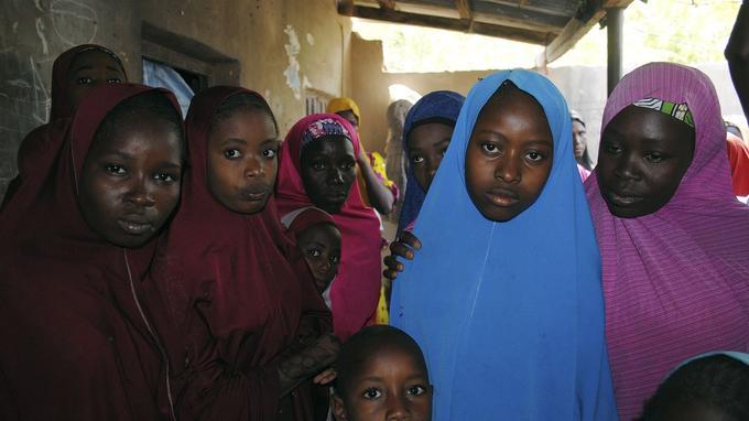 Aishat Alhaji (la deuxième à droite), libérée par Boko Haram ce mercredi.