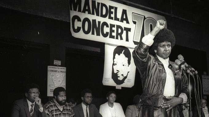 Concert pour les 70 ans de Nelson Mendela, le 17 juillet 1988. L'activiste est alors toujours en prison.