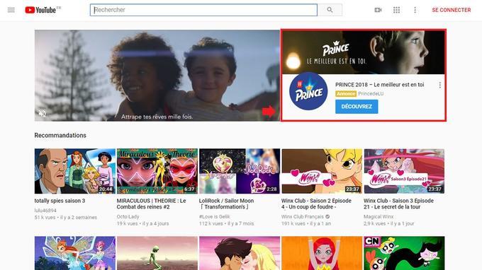 Lorsqu'un utilisateur visionne des contenus destinés aux enfants, des publicités pour une marque de biscuits apparaissent en page d'accueil.
