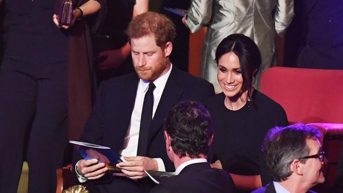 Le prince Harry avec sa fiancée Meghan Markle au Royal Albert Hall à Londres samedi 21 avril 2018.