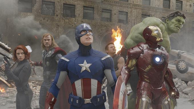 Scarlett Johansson, Chris Hemsworth, Chris Evans, Jeremy Renner, Robert Downey Jr. et Mark Ruffalo dans «Avengers» (2012).