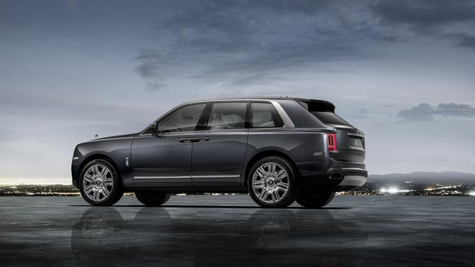 Le Cullinan, premier modèle de la prestigieuse gamme Rolls-Royce doté d'un hayon et d'une transmission intégrale.