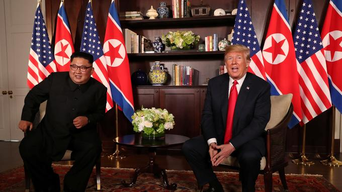 Les deux dirigeants ont fait une courte déclaration avant de s'entretenir en privé.