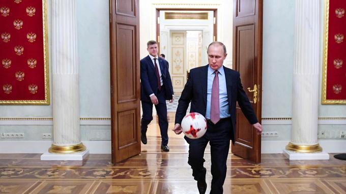 Vladimir Poutine, peu après son entrevue avec le secrétaire général de la Fifa, Gianni Infantino.