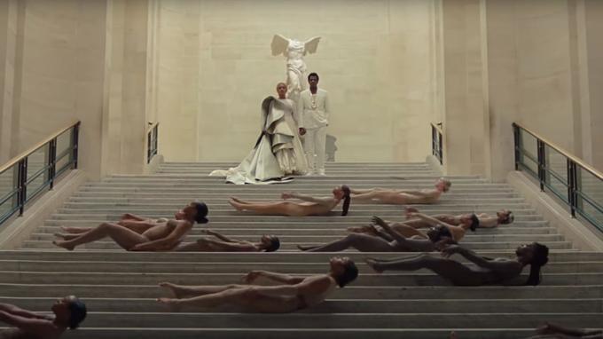 Jay-Z et Beyoncé devant «La Victoire de Samothrace».
