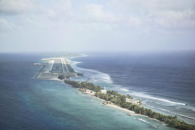 Aéroport international, atoll de Majuro, République des îles Marshall.© Vlad Sokhin / Cosmos / Panos Pictures / laif