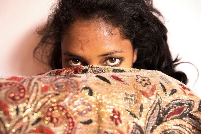 «Rita, 17 ans, Chabahil, quartier nord de Katmandou», Avril 2017. Pour la 8e édition de son Prix du Photojournalisme, la Fondation Carmignac récompense le projet de Lizzie Sadin sur l'esclavage des femmes et des filles au Népal.© Lizzie Sadin pour la Fondation Carmignac