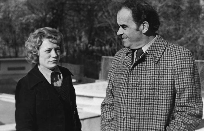 Georges Marchais avec son épouse Liliane en 1975 dans l'arrière pays niçois.
