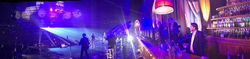 Crédits Photos: Thomas Dutronc Twitter/ Sur la scène de la première des Vieilles Canailles à Lille.