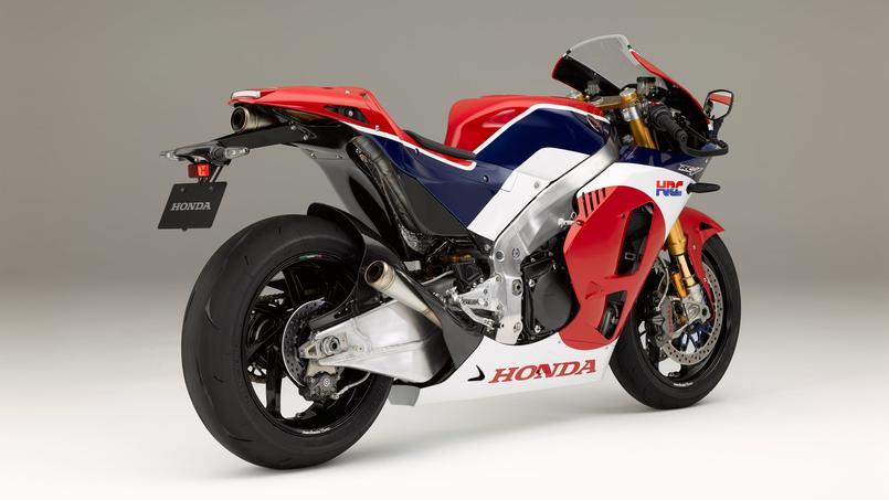 honda rc213v s une moto de grand prix sur la route. Black Bedroom Furniture Sets. Home Design Ideas