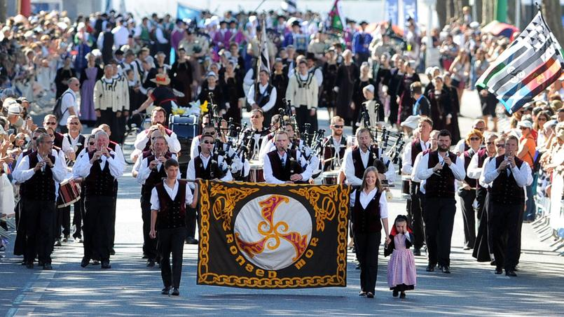 Le bagad de Ronsed Mor a défilé lors de la grande parade du Festival interceltique de Lorient. Des milliers de spectateurs ont afflué de bon matin pour assister à ce défilé incontournable.