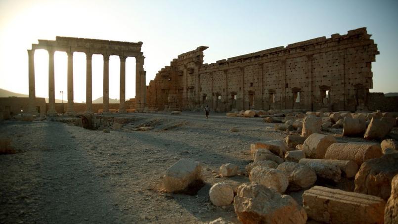 Le plan est typique des temples du Moyen-Orient, tandis que les façades sont de style grec ou de style romain.