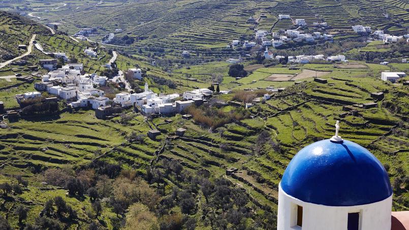 Les charmants villages de Tinos blanchis à la chaux sont un petit condensé de Méditerranée. Partout des terrasses cultivées dégringolent jusqu'à la mer.