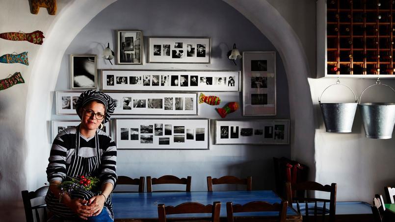 Ormos Ysternion, cette taverne gourmande posée au bout du monde ( To Thalassaki, Tinos) est l'une des plus réputées des Cyclades. Au bord de l'eau, on y savoure la cuisine créative d'Antonia.