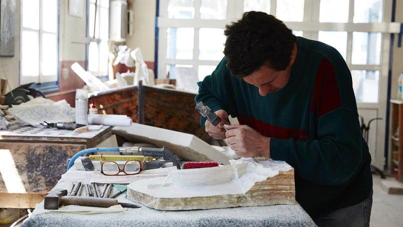 Pyrgos (Tinos), le village des marbriers, tout ici a été taillé dans ce noble matériau qui a fait la réputation des lieux. Les plus grands sculpteurs du pays sont formés dans ce berceau de la sculpture.