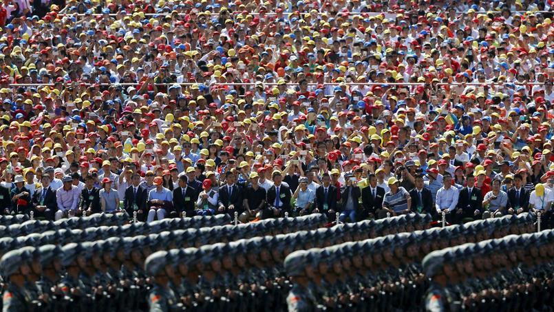 Quelque 12.000 soldats et 500 engins ont entamé leur parade.