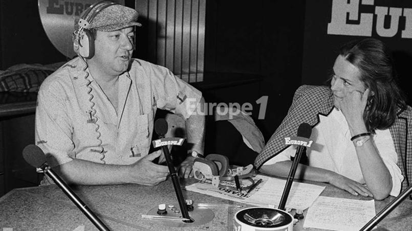Coluche et Catherine Nay dans les studios d'Europe 1. Le 26 septembre 1986, Coluche en direct sur l'antenne d'Europe 1 lance l'idée des Restos lors de sont émission quotidienne «Y'en aura pour tout le monde», l'ambition initiale était de 2000 à 3000 repas par jour.