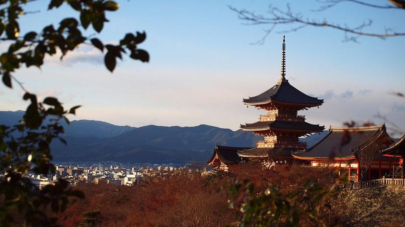 Les célèbres pavillons qui surplombent la ville de Kyoto.