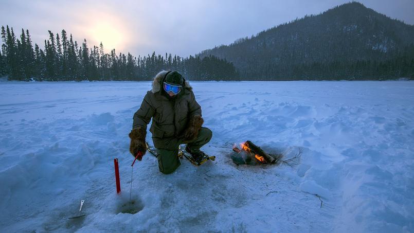 La glace est suffisamment épaisse pour autoriser enfin la pêche blanche, ou pêche sur glace, une technique héritée des Amérindiens.