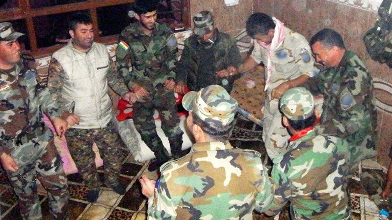 Danse de Peshmergas dans la base.