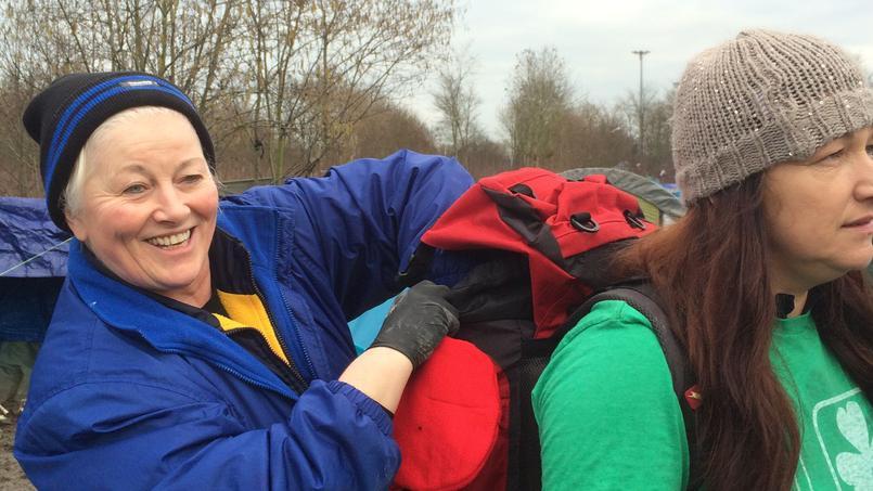 Deux volontaires irlandaises venues par leurs propres moyens aider.