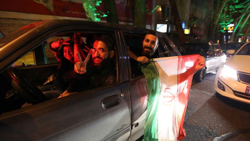 Des Iraniens célèbrent l'accord sur le nucléaire, le 2 avril 2015 à Téhéran.