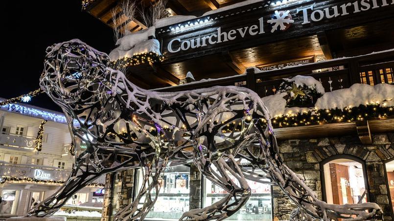 Le tigre dentelle est exposé à l'entrée de l'Office du tourisme de Courchevel. (Crédit photo: Courchevel tourisme)