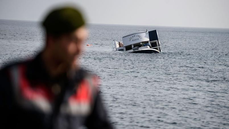 Le bateau s'est échoué à quelques dizaines de mètres de la rive.