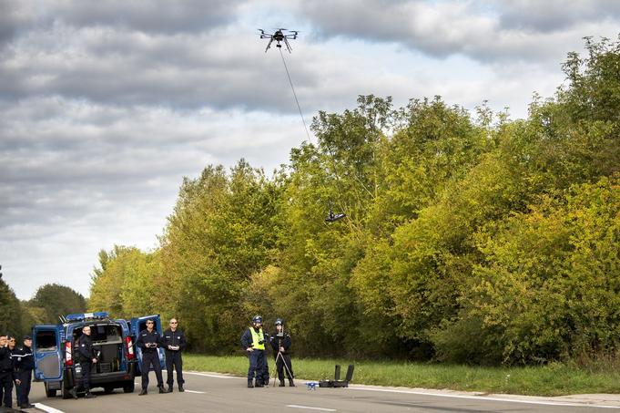 Micro drone avec une nacelle et un « capteur de données d'environnement » utilisé lors d'investigations judiciaires pour effectuer des relevés de police technique et scientifique.
