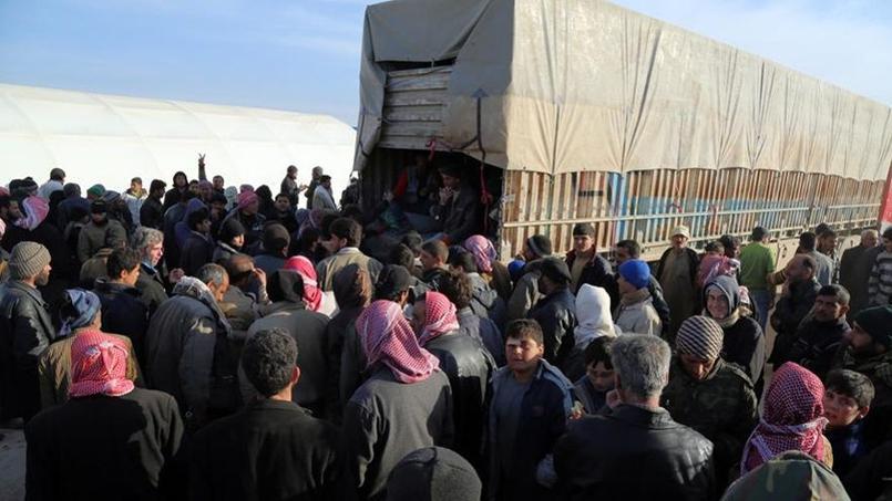 Fuyant l'offensive et les raids, quelque 40.000 habitants de la province d'Alep ont pris la route ces derniers jours.