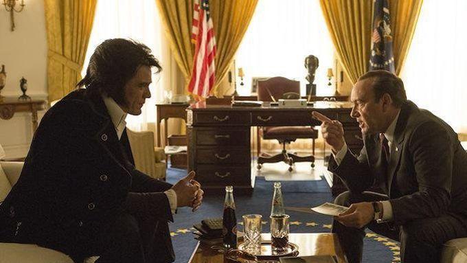 Michael Shannon dans la peau d'Elvis et Kevin Spacey dans le rôle de Richard Nixon, pour le film Elvis & Nixon.