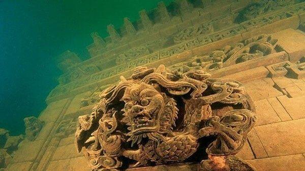 La cité antique de Shi Cheng, aussi appelée La cité des lions, a été submergée sous 30 mètres d'eau.