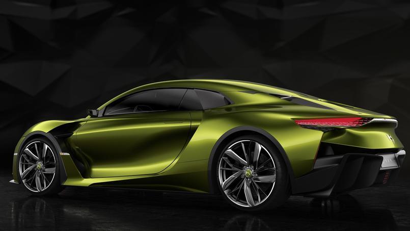 Comme sur le concept car Divine présenté au Mondial 2014, la lunette arrière a également disparu sur la e-Tense.