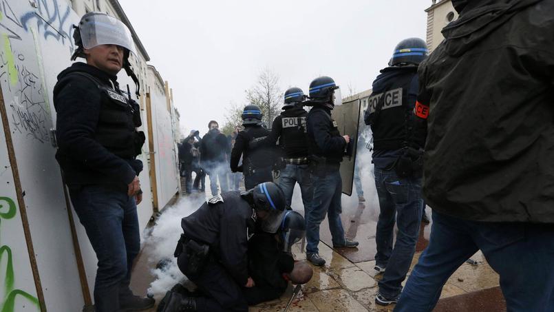 Deux manifestants blessés et neuf policiers à Lyon.