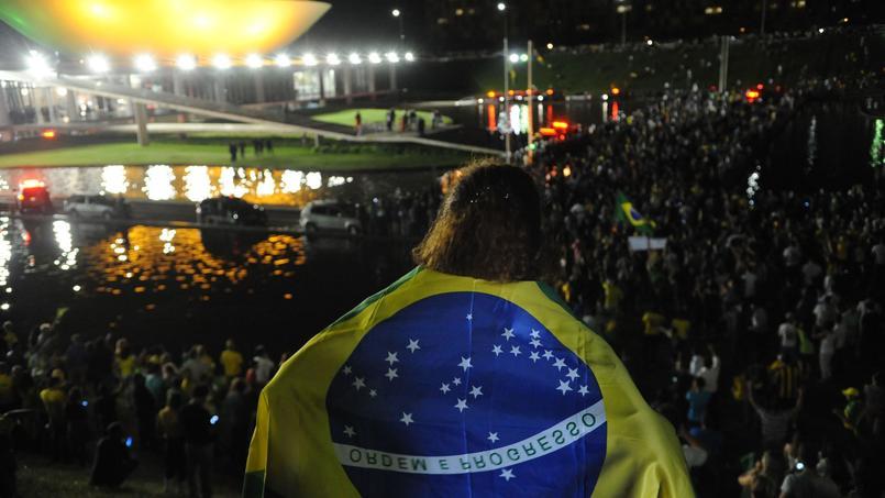Des milliers de manifestants rassemblés hier à Brasilia.